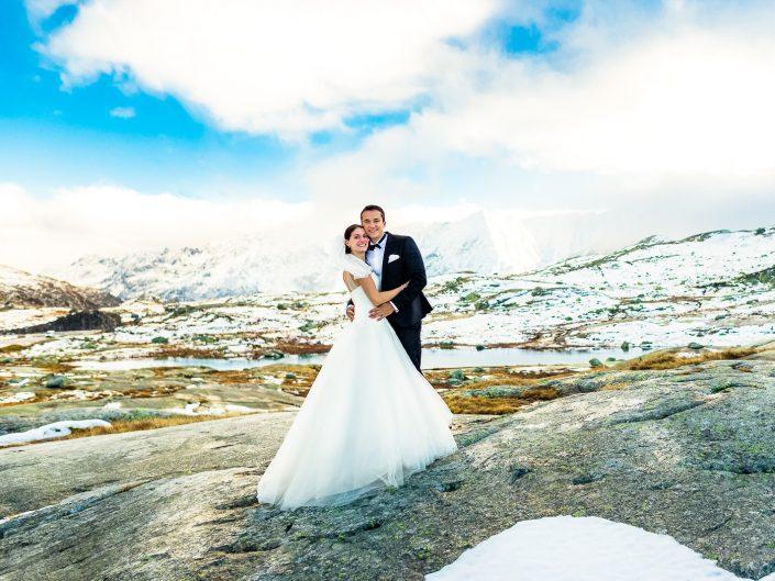 Mit Brautkleid und Anzug in die Schweizer Alpen